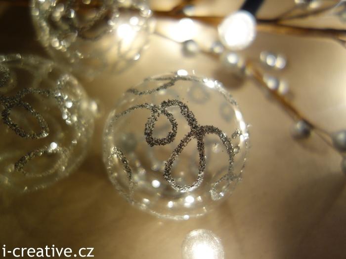 třpytivé vánoční baňky návod