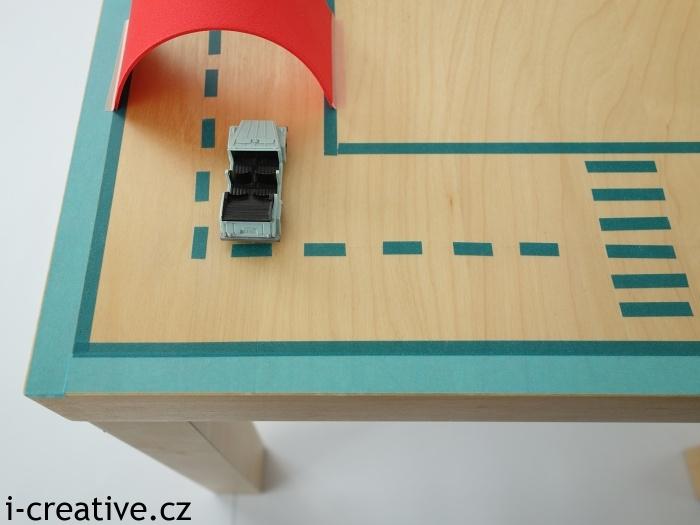 proměna ikea lack na hrací stůl pro autíčka