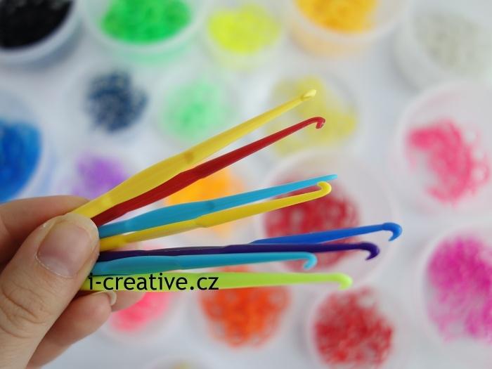 háčky na pletení z gumiček