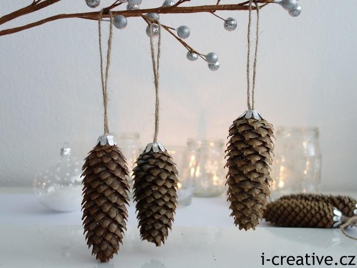 jak pověsit pravé šišky na vánoční stromeček