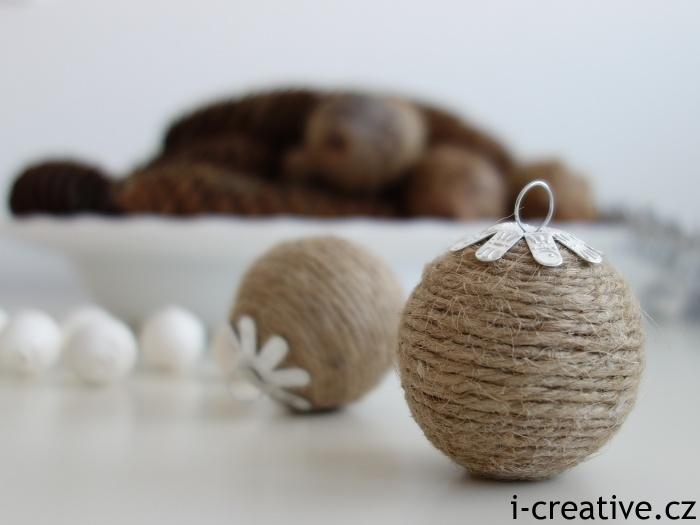 sisalová vánoční kulička se záponkou