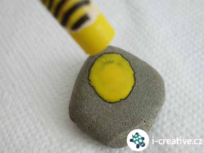 rozpouštění voskovky na kamínku
