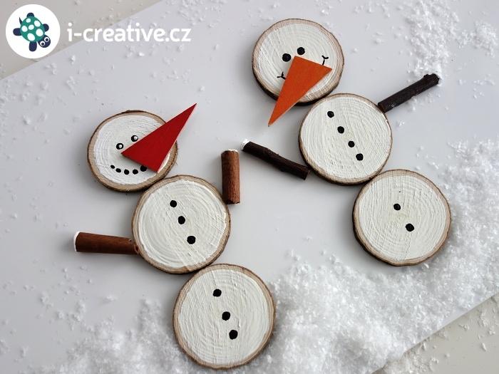 sněhuláci z dřevěných plátků návod