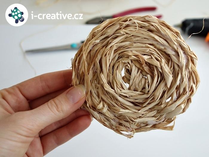 základ velikonoční dekorace - kruh z lýka