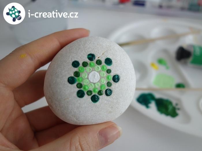 malování na kulaté kameny