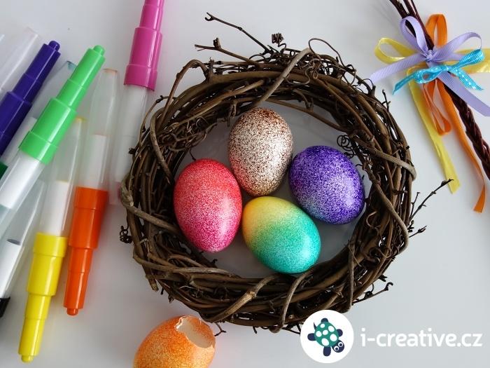 velikonoční vajíčka zdobená foukacími fixami