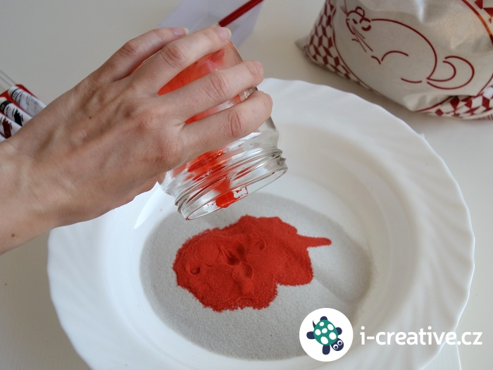 barvení písku na tvoření