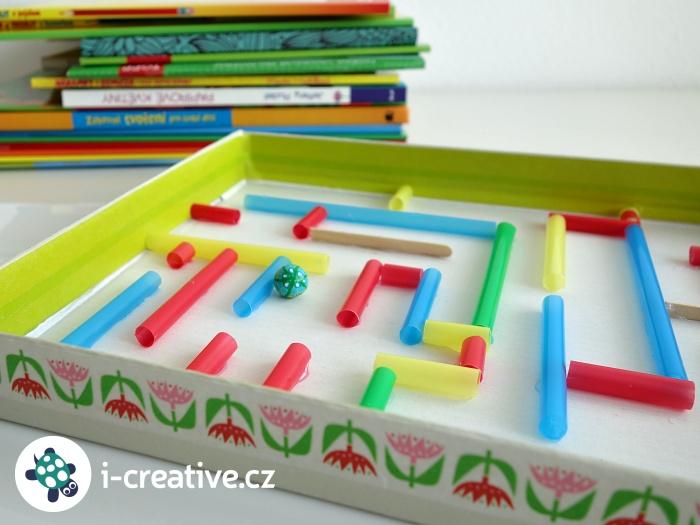 jak vyrobit labyrint z krabice a brček