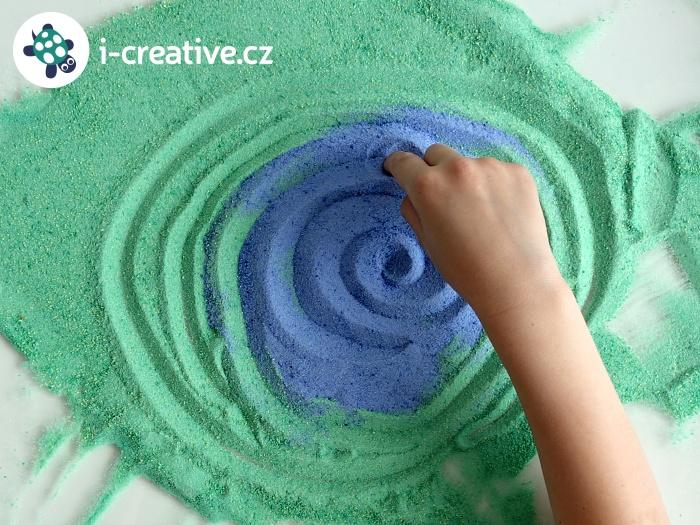 kreslení s barevnými písky