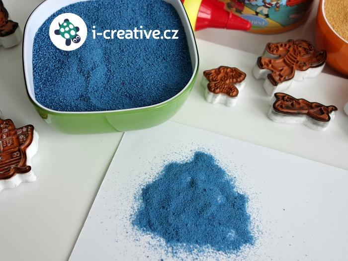 razítka a barevný písek