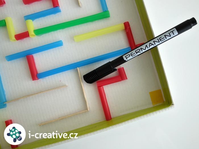 vyrob si labyrint z krabice a brček