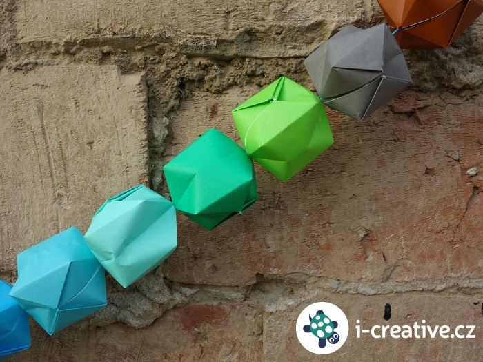 řetěz z origami balónků