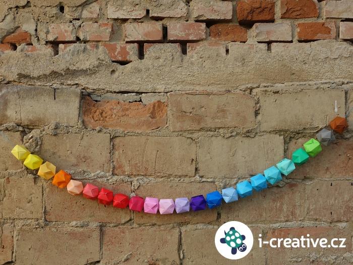 párty dekorace - řetěz z origami