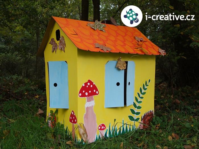 kartonový domeček