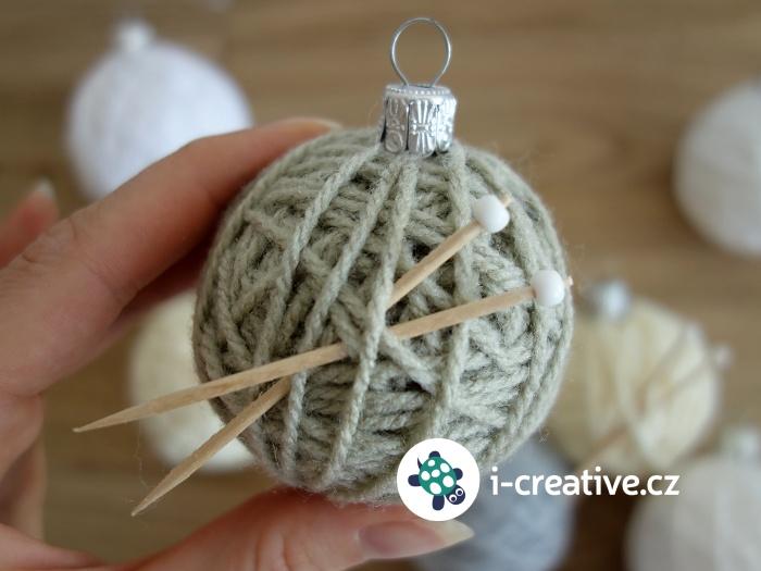jak vyrobit ozdobu na stromeček - klubíčko z vlny