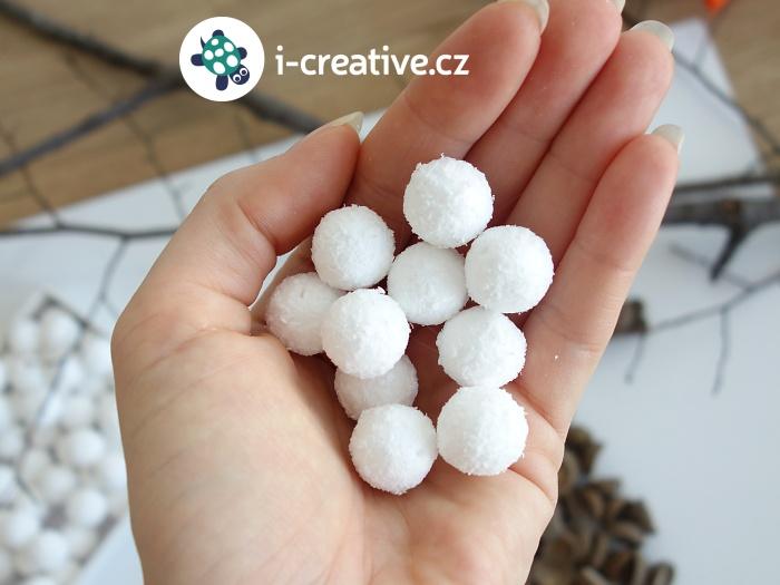 sněhové dekorační kuličky