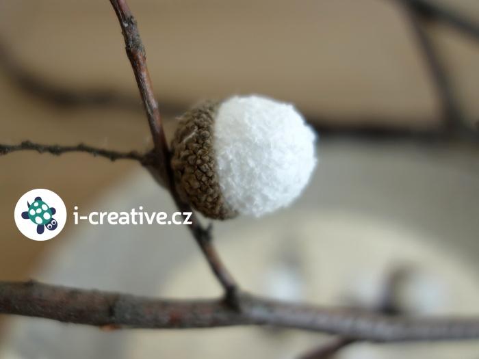 větvička s žaludy - zimní dekorace do vázy