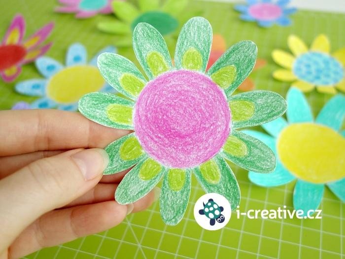 návod jak vyrobit kouzelné květy z papíru