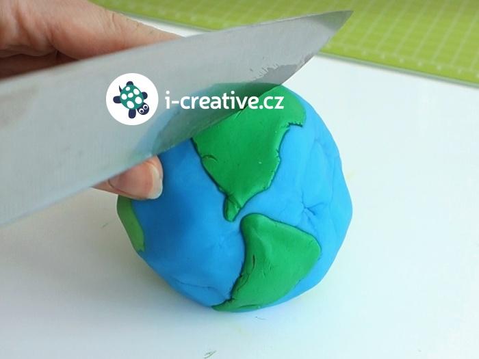 Den Zeme model planety z plastelíny