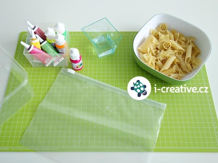 barvení těstovin na tvoření pro děti