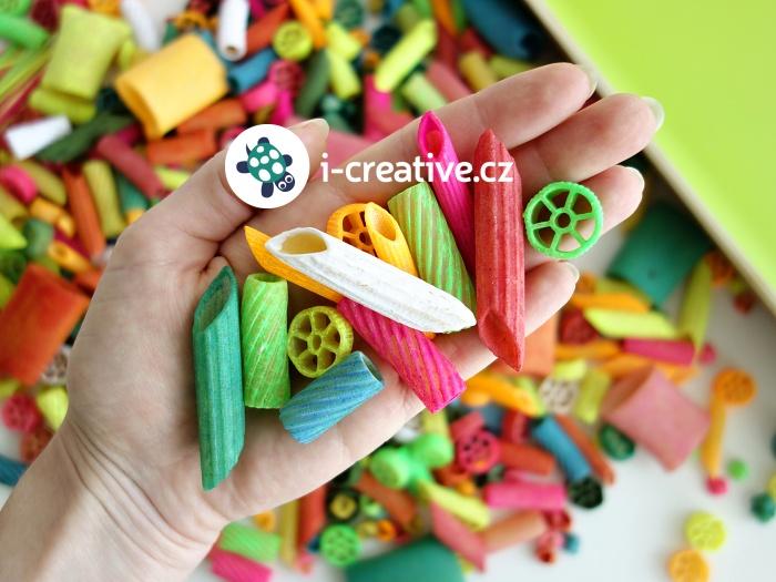 jak obarvit těstoviny pro děti na tvoření