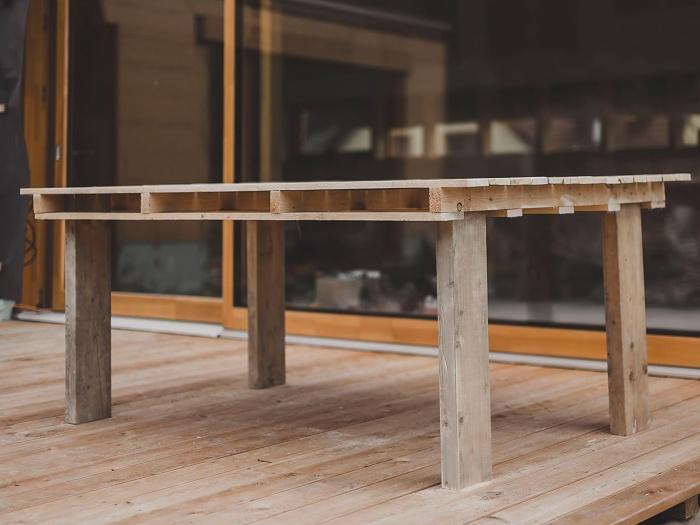 jak vyrobit stůl z palet