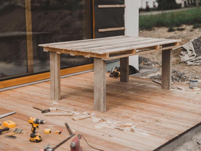 video návod jak vyrobit stůl z palet